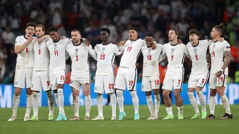 Общество: Англию высмеяли после поражения от Италии на Евро-2020