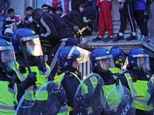 Общество: В Лондоне после финала Евро-2020 пострадали 19 полицейских