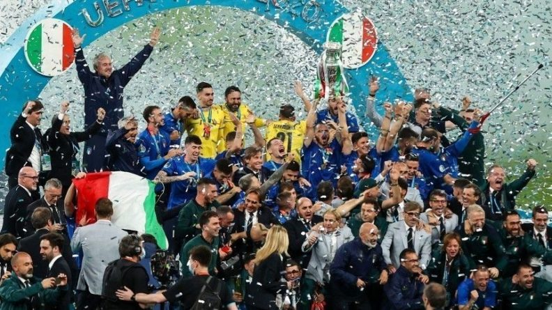 Общество: Итоги Евро-2020: итальянцы празднуют триумф, а англичане громят спортбары