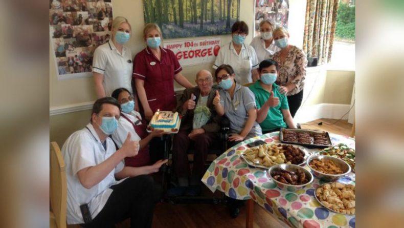 Общество: Все дело в чае: 104-летний англичанин раскрыл неожиданный секрет долголетия