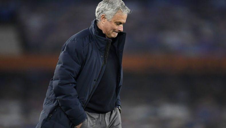 Общество: Моуринью раскритиковал тренера сборной Англии за замены в финале Евро