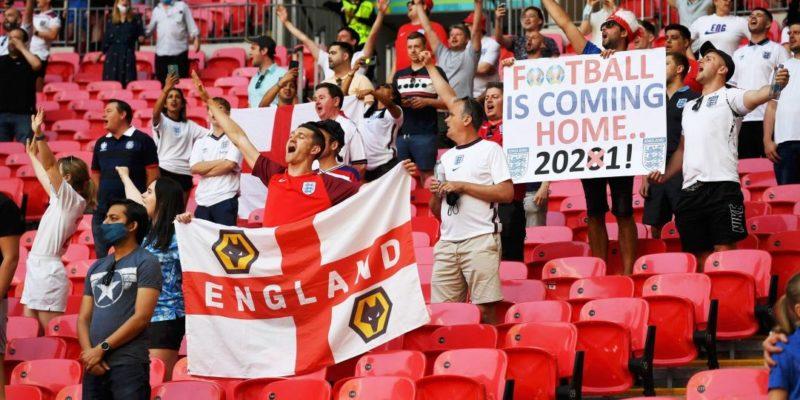 Общество: Англичане напали на итальянских болельщиков после поражения их сборной на Уэмбли