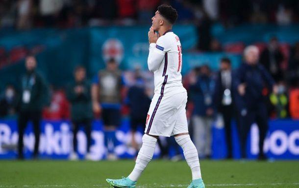 Общество: УЕФА осудил расистские высказывания в адрес игроков сборной Англии