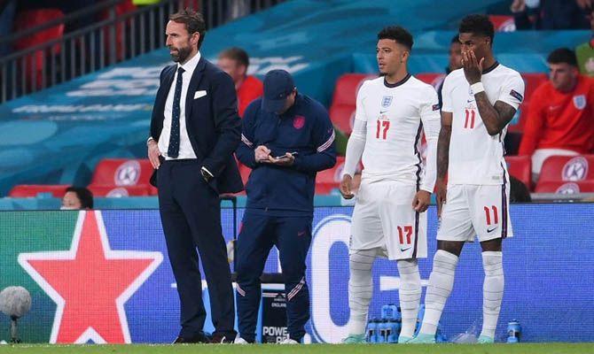 Общество: Twitter пришлось удалить более тысячи расистских постов в адрес игроков сборной Англии