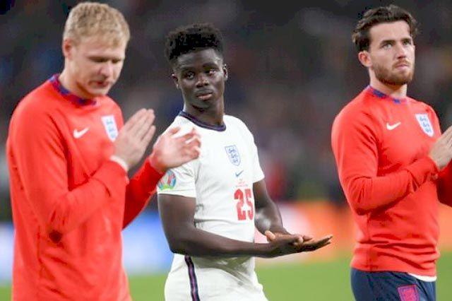 Общество: В Англии разразился расистский скандал после проигрыша финала Евро