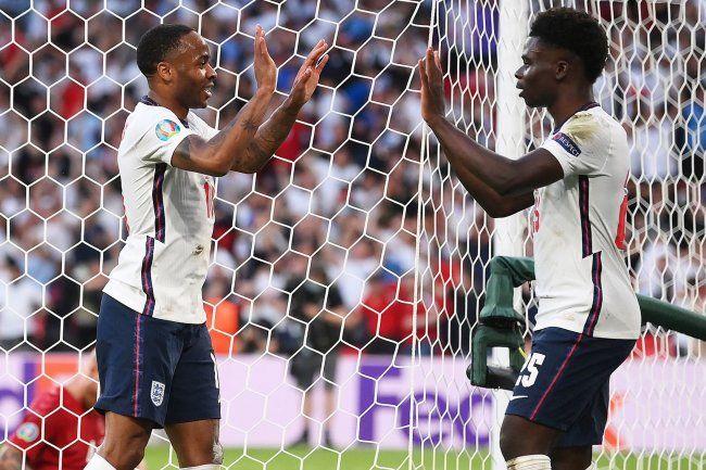 Общество: Футбольная ассоциация Англии осудила рассистские комментарии в Twitter