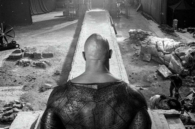 """Общество: Дуэйн Джонсон выложил кадр из """"Черного Адама"""" и стал мемом"""