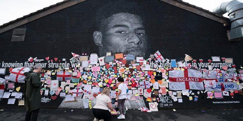 Общество: Полиция расследует расистские оскорбления в адрес игроков сборной Англии по футболу