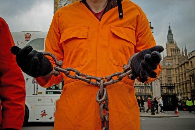 Общество: В Великобритании выпустили пожизненно осужденного насильника