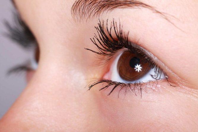 Общество: Косметолог из Великобритании Ипек Озкан рассказала об опасности завивки ресниц