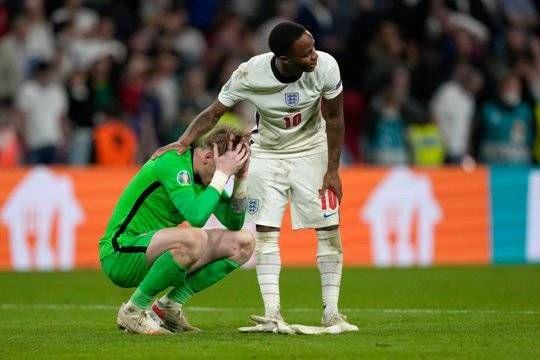 Общество: УЕФА открыл дело против Англии из-за поведения фанатов на Евро-2020