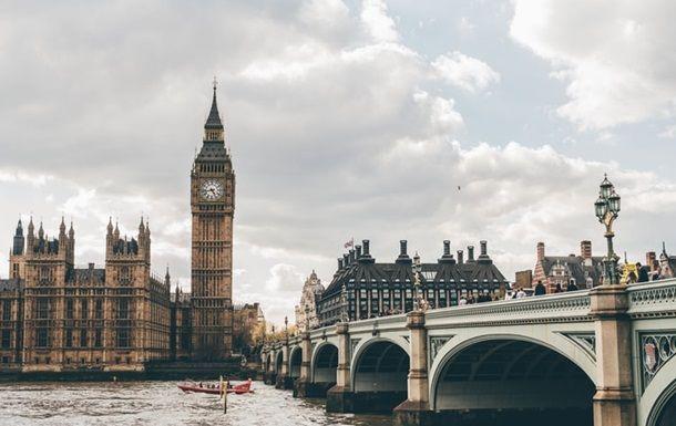 Общество: Британия сократит объемы помощи другим странам