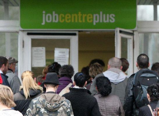Общество: Безработица в Великобритании выросла до 4,8%