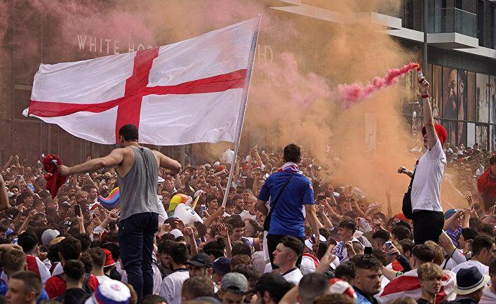 Общество: Во время финала Кубка Евро-2020 в Великобритании произошли масштабные беспорядки с участием болельщиков. Представитель МИД России: BBC следует это снять (Гуаньча, Китай)