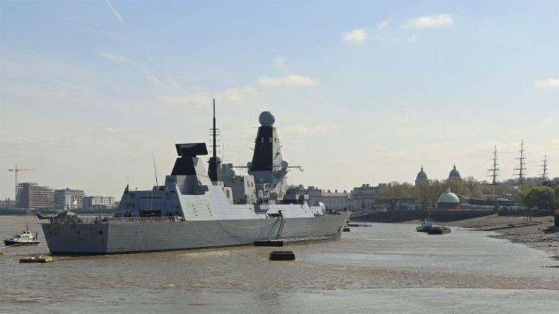Общество: Sohu: Британия задумалась над эффективностью эсминца Defender после фиаско у Крыма