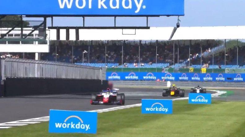 Общество: Россиянин Шварцман выиграл первую гонку «Формулы-2» в Великобритании