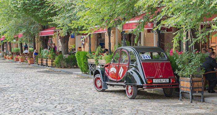 """Общество: """"Город, где наслаждаешься обычной прогулкой"""": супруги из Британии в восторге от Армении"""