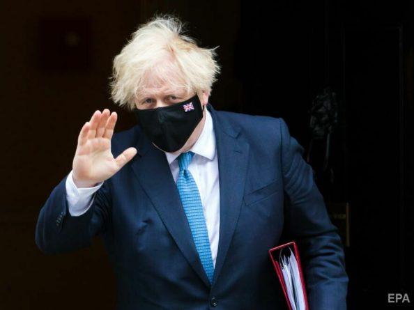 Общество: Премьер Великобритании и министр финансов не будут самоизолироваться после контактов с заболевшим COVID-19 главой Минздрава