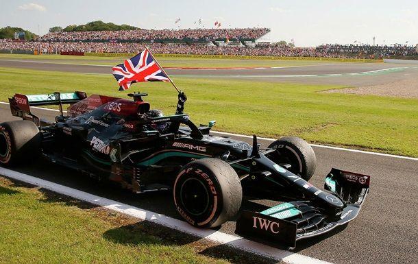 Общество: Хэмилтон выиграл Гран-при Великобритании, выбив с гонки Ферстаппена