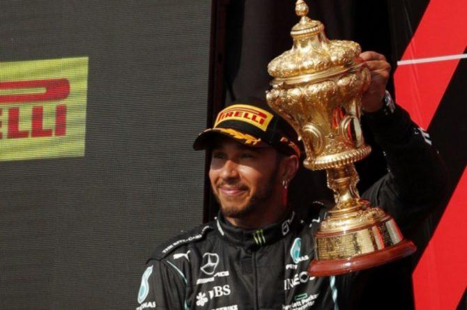 Общество: Хэмилтон выиграл десятый этап «Формулы-1» в Великобритании