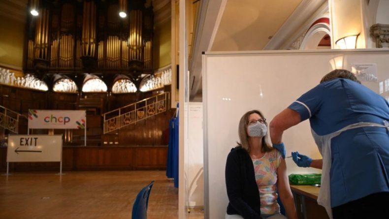 Общество: В Англии снимают многие ограничения, хотя заболеваемость COVID-19 высокая