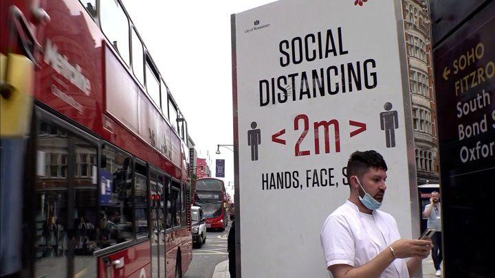 Общество: Вести в 20:00. В Британии сняты почти все коронавирусные ограничения