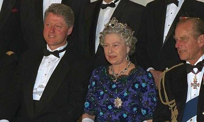 Общество: Билл Клинтон предпочел чаепитию с Елизаветой II прогулки по Лондону в качестве туриста
