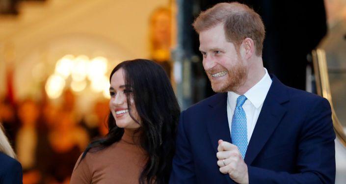 Общество: Принц Гарри решил написать мемуары - британцы не в восторге от затеи