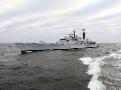 Общество: Великобритания на постоянной основе разместит два военных корабля в водах Азии