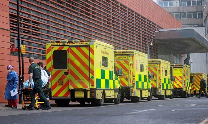 Общество: В Великобритании самое большое с марта число смертей от COVID-19