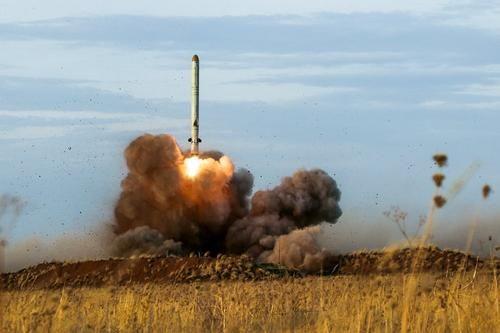 Общество: Отставной полковник Баранец: в случае войны Россия атакует Великобританию ракетами и превратит ее в пролив