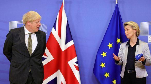 """Общество: Великобритания требует """"нового курса"""" на торговлю после Brexit для Северной Ирландии"""