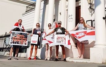 Общество: Белорусы Лондона вышли на акцию солидарности к посольству Норвегии