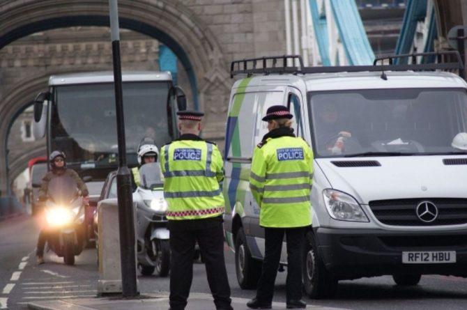 Общество: Четверо полицейских были ранены в ходе COVID-протестов в Лондоне