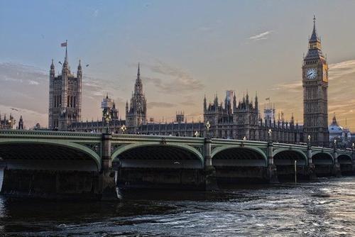 Общество: Глава минздрава Великобритании Джавид призвал не «съеживаться в страхе» перед COVID-19