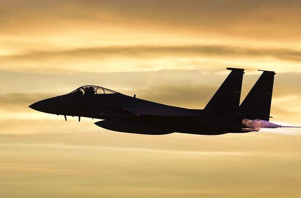 Общество: Пилот F-15E ВВС Великобритании спасся от катастрофы благодаря авиафотографу