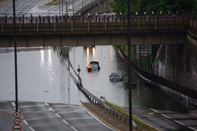 Общество: На Лондон обрушился мощный ливень: затоплены дороги и станции метро, фото и видео