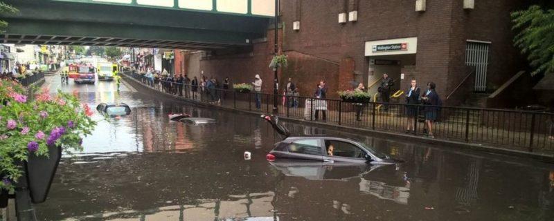 Общество: Из-за ливня подтопило десятки улиц Лондона