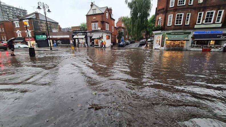 Общество: Восемь станций метро Лондона закрыли из-за наводнения