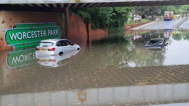 Общество: В Лондоне из-за наводнения закрыты 8 станций метро