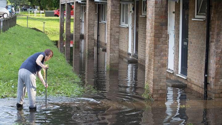 Общество: Ушёл под воду: ливневые дожди парализовали Лондон