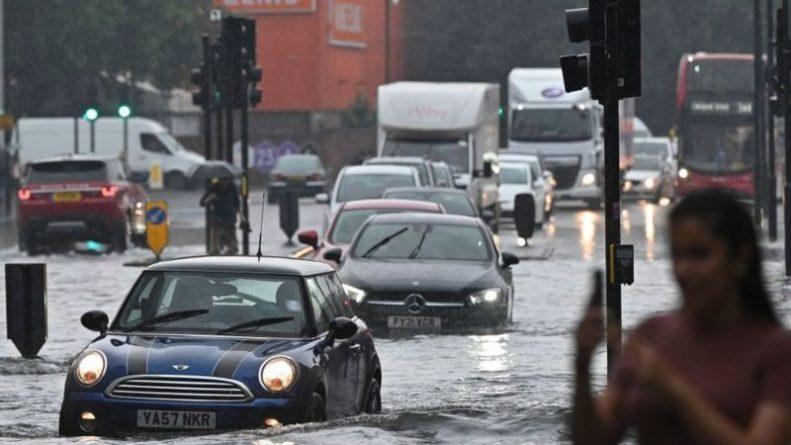 Общество: Лондон затопило после сильного дождя (фото, видео)