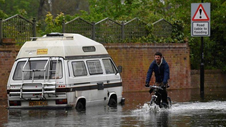 Общество: Синоптик прокомментировал сообщения о подтоплениях в Лондоне