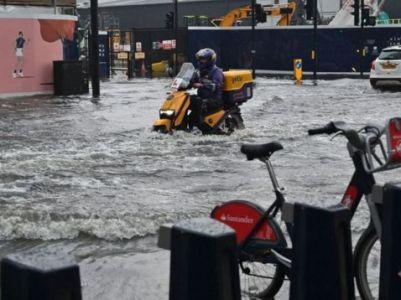 Общество: Наводнение в Лондоне заблокировало доступ к больницам