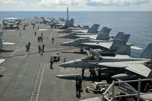 Общество: Авианосец Великобритании вошел в Южно-Китайское море, несмотря на угрозы Пекина