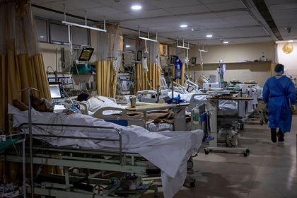Общество: Отказавшиеся от прививки британцы оказались в больнице и пожалели