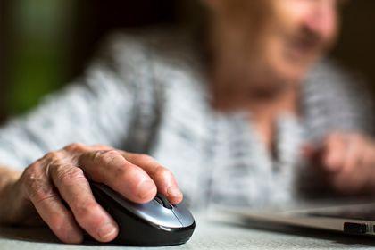 Общество: 62-летняя британка подала в суд из-за назвавшего ее бабушкой коллеги