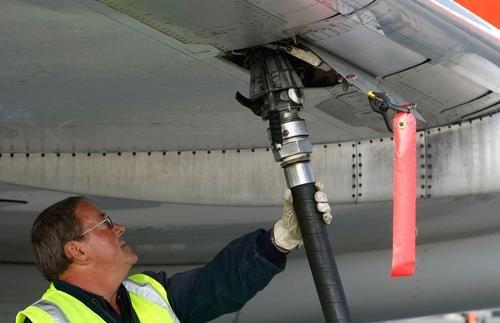 Общество: Великобритания собирается использовать отходы в производстве экологичного авиакеросина