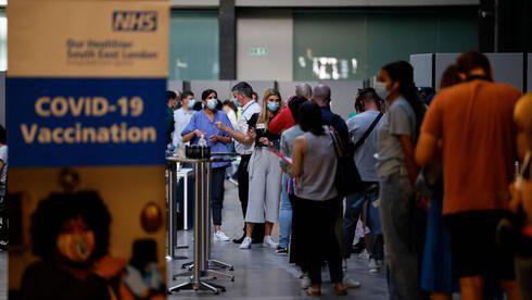 Общество: После Израиля: Великобритания сообщила о начале вакцинации граждан третьей дозой