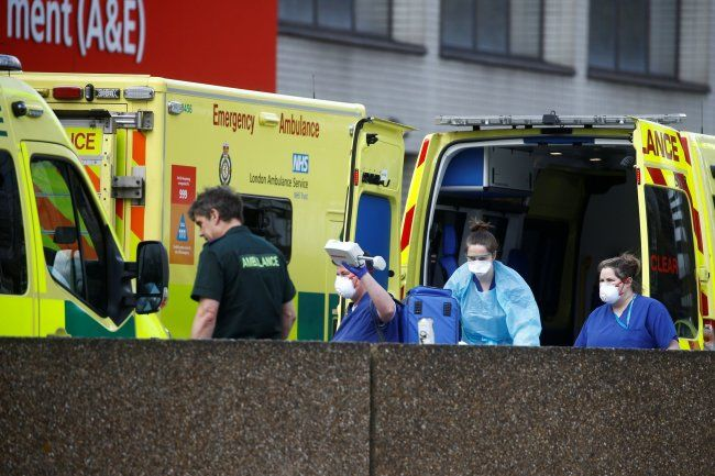 Общество: В Британии планы на случай пандемии предусматривали отказ в медпомощи престарелым